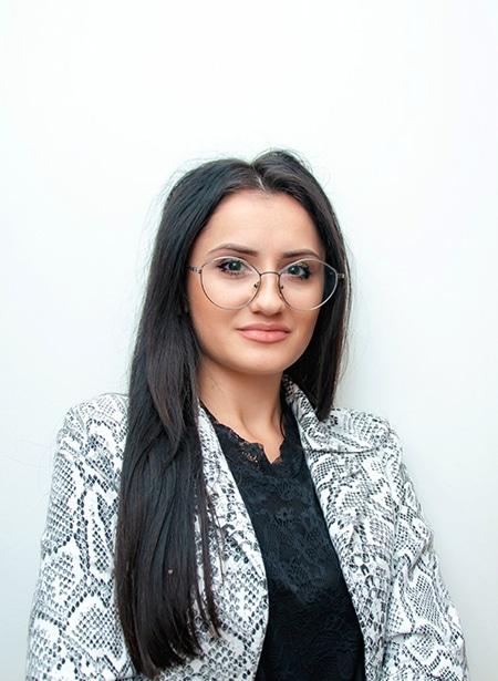 Roxana Ionescu Digital Marketing Specialist